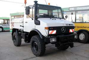 Breakdown lorry of the German type DB UNIMOG 427/10