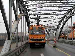 Change of the trolleybus overhead system from old railway bridge to the newer railway bridge