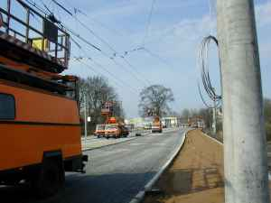 Construction work at the trolleybus overhead system within the area around the crossing Eberswalder Straße/Spechthausener Straße