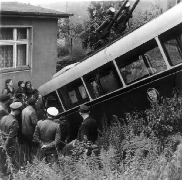 Traffic accident with trolleybus no. 04(II) of the German type KEO I (war unit trolleybus standard size 1)