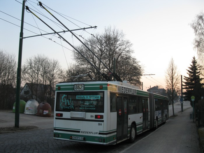 Articulated trolleybus no. 004 of the Austrian type ÖAF Gräf & Stift NGE 152 M17