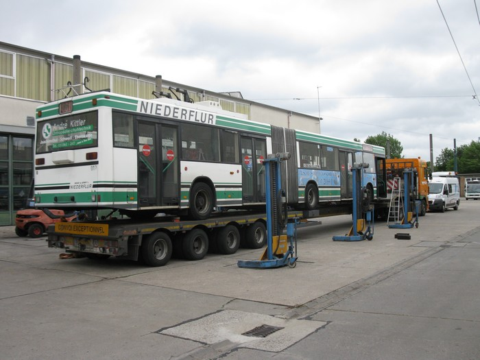 On 26 June 2012 was the articulated trolleybus no. 017 of the Austrian type ÖAF Gräf & Stift NGE 152 M18 shipped on a Dutch flat bed trailer.