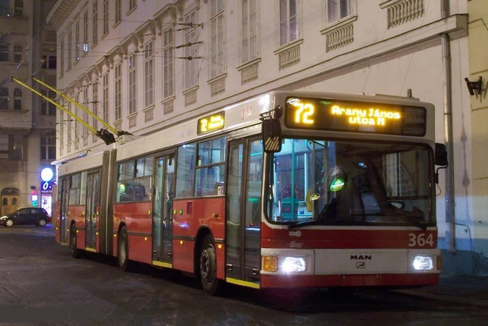 Former Eberswalde articulated trolleybus 039 of the Austrian type ÖAF Gräf & Stift NGE 152 M17 in Budapest/H with the car no. 364 on the Podmaniczky Frigyes tér